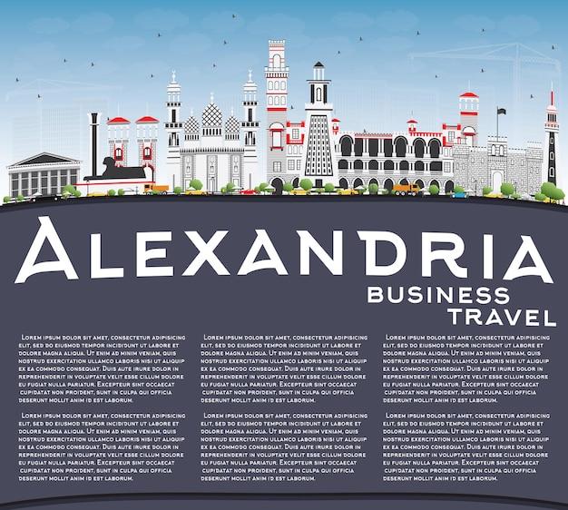 Aleksandria skyline z szarymi budynkami błękitne niebo i kopia przestrzeń