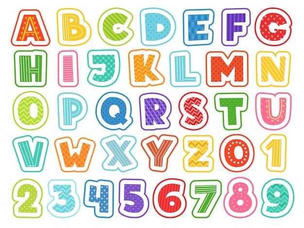 Alfabet kreskówek. śliczne kolorowe litery, cyfry, znaki i symbole dla dzieci w wieku szkolnym i dla dzieci śmieszne czcionki