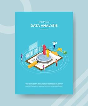 Analiza danych biznesowych osób stojących wokół schowka wykresu lupe strzałka w górę pieniędzy