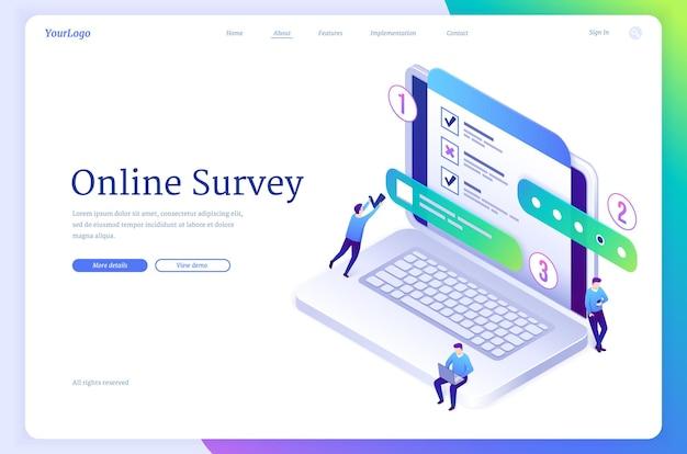 Ankieta online izometryczna strona docelowa drobni ludzie wypełniają formularz online na ogromnym laptopie za pomocą quizu testowego lub e...