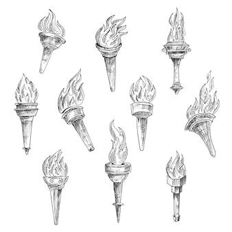 Antyczne płonące pochodnie z kręconymi płomieniami ognia w stylu grawerowania szkicu vintage. dodatek do sportu, historii, religii