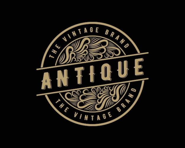 Antyczne retro luksusowe wiktoriańskie logo kaligraficzne z ozdobną ramką nadaje się do barber wine carft sklep piwny spa salon piękności butik antyczna restauracja hotel resort klasyczna królewska marka