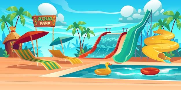 Aqua park ze zjeżdżalniami, basenem, leżakami i parasolami.