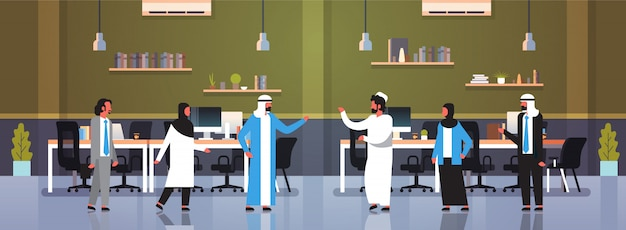 Arabowie ludzie pracy zespołowej komunikacja burza mózgów koncepcja arabski biznes mężczyźni kobiety tradycyjne ubrania nowoczesne biuro wnętrze pełne długości postaci z kreskówek