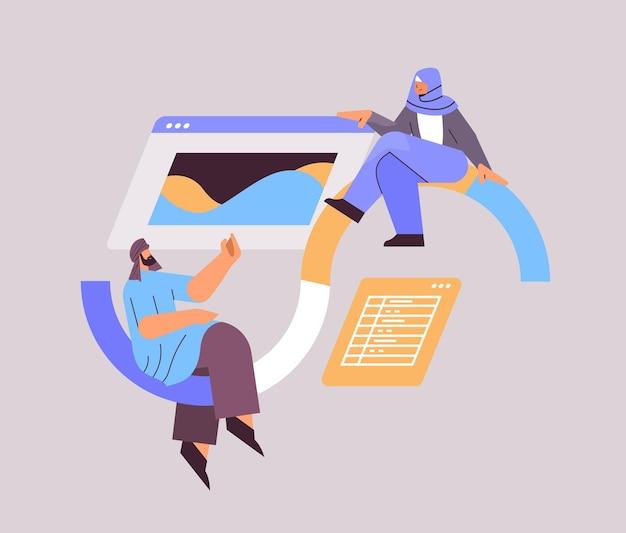 Arabscy programiści tworzący stronę internetową interfejs ui program do tworzenia aplikacji internetowych koncepcja optymalizacji oprogramowania ilustracja wektorowa pełnej długości