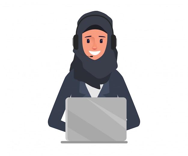 Arabska biznesowa kobieta w centrum telefonicznego charakterze.