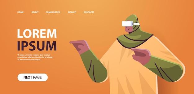 Arabska kobieta w zestawie słuchawkowym vr arabska dziewczyna w cyfrowych okularach odkrywająca wirtualną rzeczywistość usługi interaktywne poziomy portret kopia przestrzeń ilustracji wektorowych
