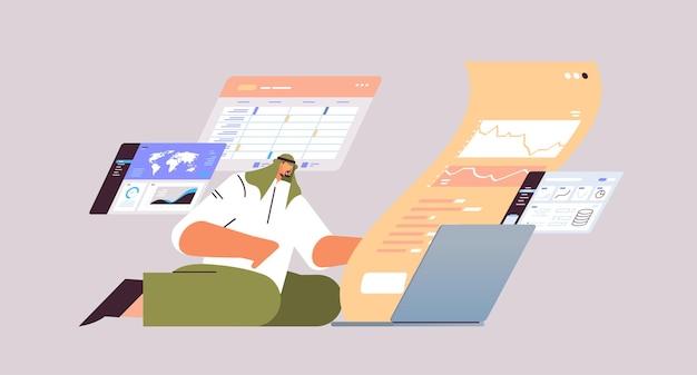 Arabski biznesmen monitorujący dane finansowe człowiek biznesu analizujący wykresy i wykresy koncepcja giełdy papierów wartościowych na całej długości poziomej ilustracji wektorowych