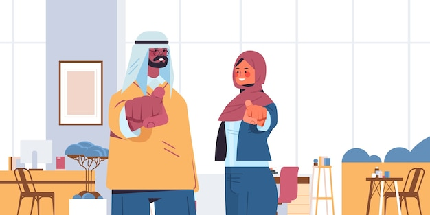 Arabski menedżerowie hr wybierający szczęśliwego kandydata wskazujący palcami na aparat wakat otwarta rekrutacja koncepcja zasobów ludzkich wnętrze biura pozioma ilustracja wektorowa portret