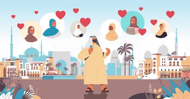 Arabski mężczyzna rozmawiający z kobietami w aplikacji randkowej online wirtualne spotkanie komunikacja społeczna znaleźć koncepcję miłości muzułmański pejzaż poziomy pełnej długości ilustracja