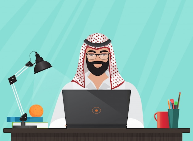 Arabski muzułmański mężczyzna pracuje z laptopem