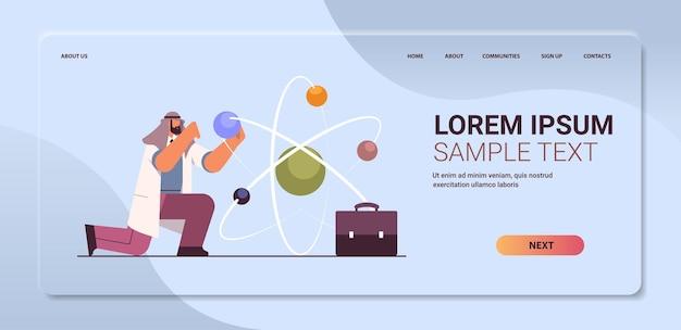 Arabski naukowiec pracujący ze strukturą molekularną człowiek naukowiec dokonujący eksperymentu chemicznego w laboratorium koncepcja inżynierii molekularnej pozioma kopia przestrzeń ilustracja wektorowa pełnej długości