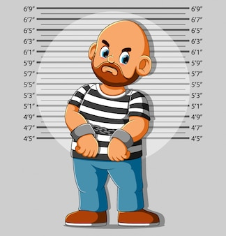Aresztowany mężczyzna pozuje do mugshot