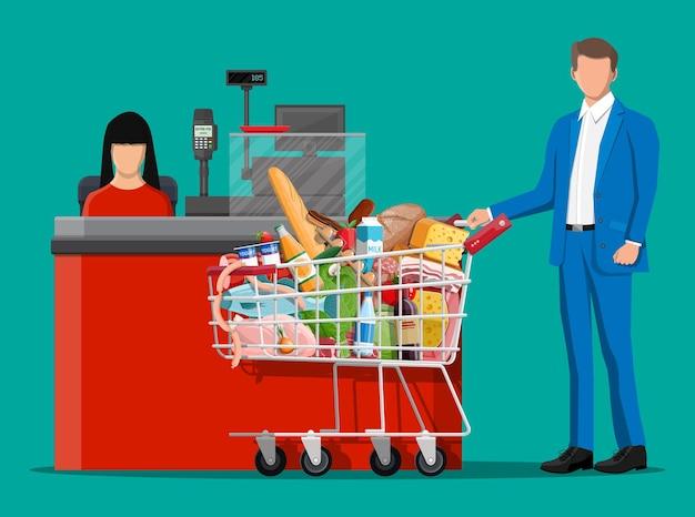 Artykuły spożywcze w kasie. kolekcja sklepu spożywczego. supermarket. świeże napoje ekologicznej żywności. mleko, warzywa mięso kurczak sery kiełbaski, wino owoce, sok z płatków rybnych. płaska ilustracja wektorowa
