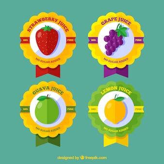 Asortyment czterech etykiet owoców w płaskim deseniu