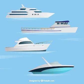 Asortyment czterech realistycznych łodzi