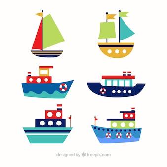 Asortyment sześciu kolorowych łodzi w płaskim stylu