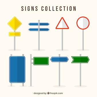 Asortyment znaków drogowych i kolorowych w płaskim stylu