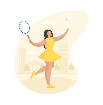 Atrakcyjna dziewczyna gra w tenisa na korcie. wysportowana młoda kobieta w żółtej sukience huśta się rakietą uderzył piłkę