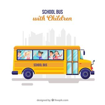 Autobus szkolny i dzieci o płaskiej konstrukcji