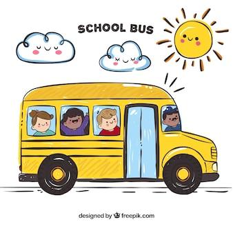 Autobus szkolny ze szczęśliwymi dziećmi