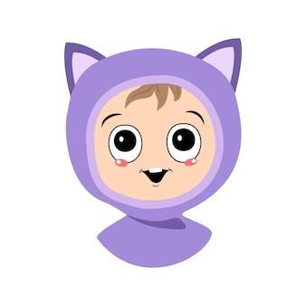 Awatar dziecka z dużymi oczami i szerokim uśmiechem w kocim kapeluszu słodkie dziecko z radosną buzią w au...