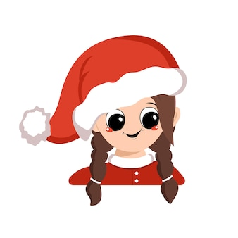 Awatar dziewczyny o dużych oczach i szerokim szczęśliwym uśmiechu w czerwonym kapeluszu świętego mikołaja. słodkie dziecko z radosną buzią w świątecznym stroju na nowy rok i boże narodzenie. głowa uroczego dziecka z radosnymi emocjami