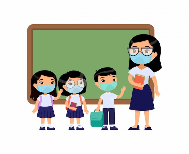 Azjatycka nauczycielka i uczennice z maskami ochronnymi na twarzach. chłopcy i dziewczęta ubrani w mundurek szkolny i nauczycielka, wskazując na tablicy postaci z kreskówek. ochrona dróg oddechowych