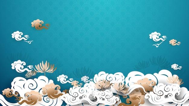 Azjatycki tradycyjny złoto i biały kwiecisty z chmury tłem