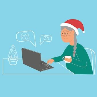 Babcia z laptopem rozmawia z dziećmi online podczas świąt noworocznych