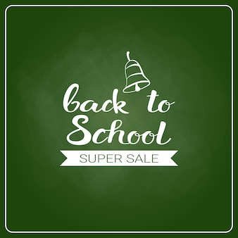 Back to school chalked label na zielonej tablicy tle