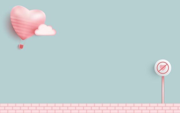 Balon różowy serce na jasnoniebieskim zielonym tle.