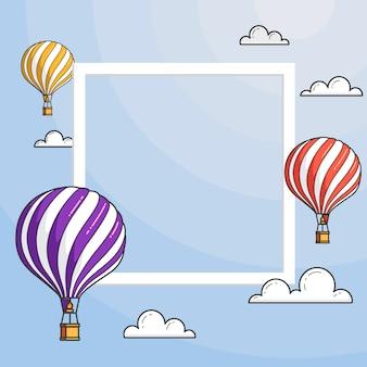 Balonów na ogrzane powietrze w błękitne niebo z chmurami, ramki, copyspace. ilustracja wektorowa linii płaskiej linii. streszczenie skyline. koncepcja dla biura podróży, motywacja, rozwój biznesu, karty z pozdrowieniami, baner, ulotka