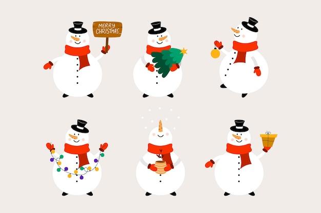 Bałwan bożonarodzeniowy z piłką, prezentem, filiżanką, drzewkiem, girlandą i tabliczką informacyjną. płaski styl kreskówki.
