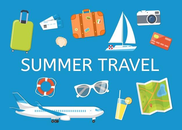 Baner na temat podróży i wypoczynku: bagaż, bilety, samolot, jacht, okulary przeciwsłoneczne, aparat fotograficzny, koło ratunkowe, muszla. ilustracja płaski. obiekty na niebieskim tle, widok z góry.