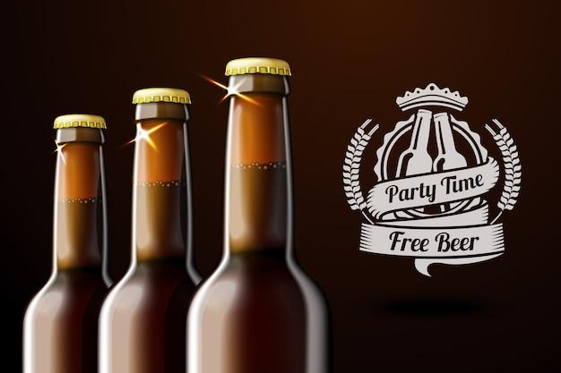 Baner reklamowy do piwa z trzema realistycznymi brązowymi butelkami piwa i etykietą piwa z miejscem na tekst i. na ciemnym tle.