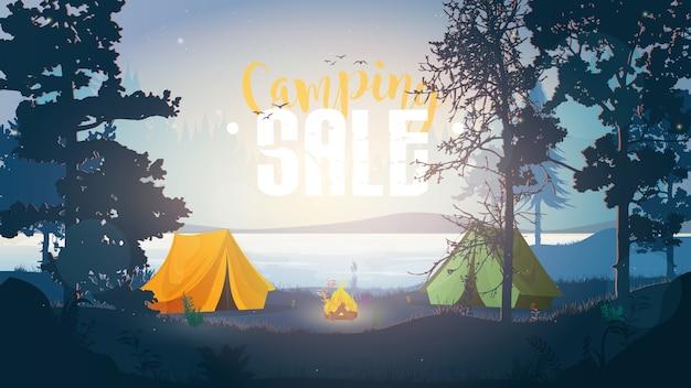 Baner sprzedaży kempingowej. ilustracja na zewnątrz. kemping w lesie. wczesny poranek w lesie z namiotami.