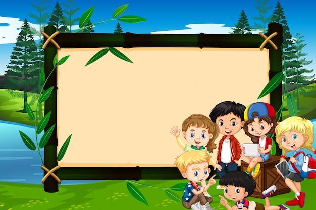 Baner z dziećmi w parku