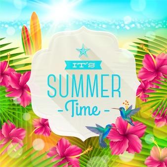 Baner z letnim pozdrowieniem, kolibry i kwiaty hibiskusa na tle tropikalnego wybrzeża z deskami surfingowymi