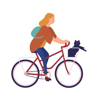 Bardzo młoda kobieta ubrana w ubranie, jazda na rowerze z kotem siedzącym w koszu. śliczna dziewczyna na rowerze ze swoim zwierzęciem domowym. szczęśliwy pedałowania kobiet rowerzysta. ilustracja wektorowa kreskówka płaski.