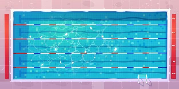 Basen sportowy, widok z góry z niebieską zgraną wodą.