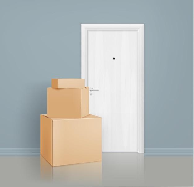 Bezdotykowa usługa dostarczania paczek realistyczna kompozycja skrzynek pocztowych ułożonych przed drzwiami