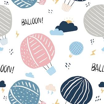 Bezszwowe balony kolorowy wzór z ręcznie rysowane balon latający w skysun i chmury
