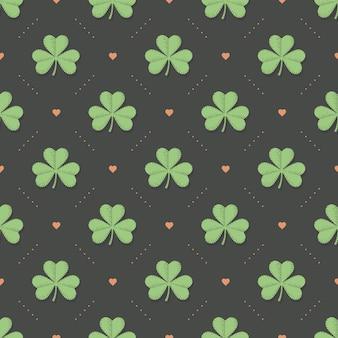 Bezszwowy irlandzki zielony wzór z koniczyną i sercem