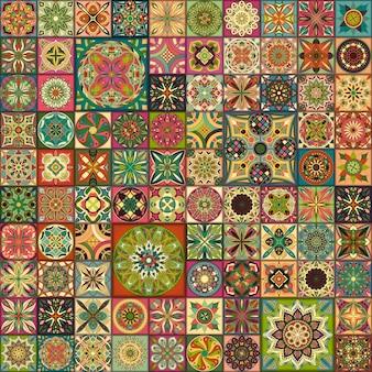 Bezszwowy kolorowy patchworku wzór z dekoracyjnymi mandalas