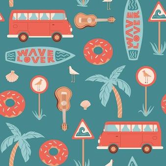 Bezszwowy letni wzór ze znakiem drogowym deski surfingowej autobusu z muszlą ukulele mewy i napisem