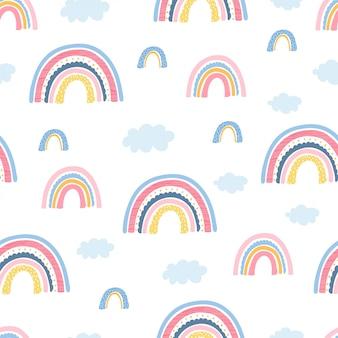 Bezszwowy wzór z tęczą, chmurami i ręka listami skupia się na dobrym dla dzieciaków