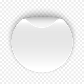 Biała okrągła naklejka na przezroczystym tle. . zwinięty papier. okrąg.