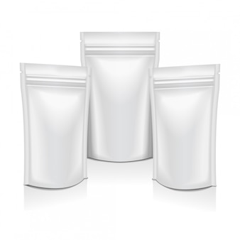 Biała pusta folia woreczek na żywność lub kosmetyki saszetka opakowanie z zamkiem błyskawicznym.