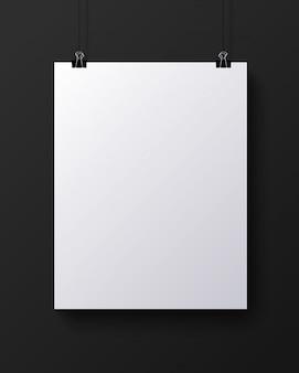 Biała pusta pionowa kartka papieru, makieta